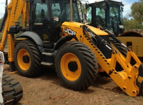 JCB 4CX ECO BIG WHEEL BACKHOE 1