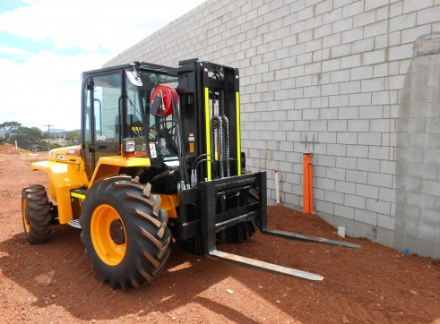 JCB 940-4 All Terrain Forklift 3