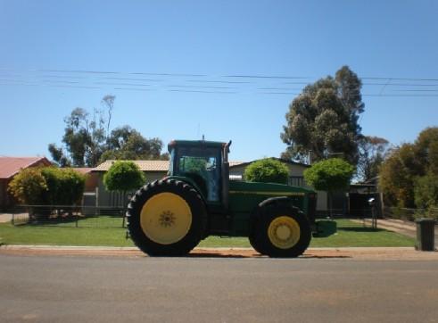 John Deere 8400 Tractor 260Hp 3