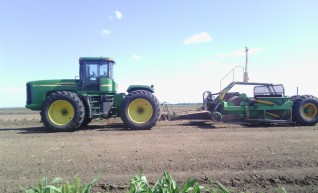 Fleet of Tractor & GPS Scoops with 17yd3 capacity 1