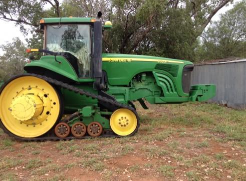 John Deere Tractor 8520T  1