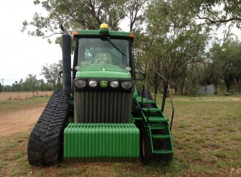 John Deere Tractor 8520T  2