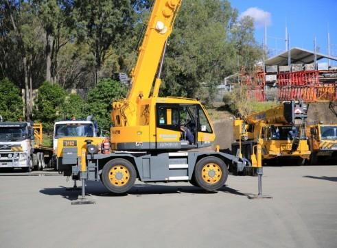 Kato MR130 13 Tonne City Crane 2