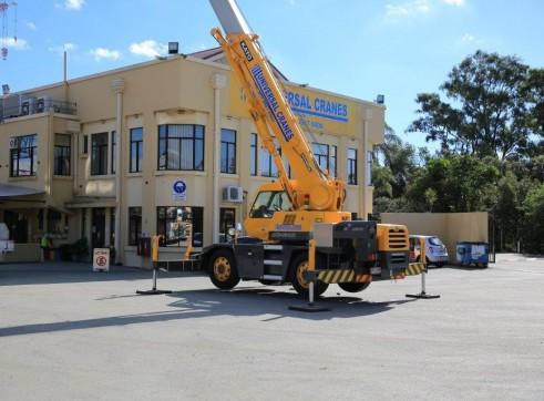 Kato MR130 13 Tonne City Crane 3