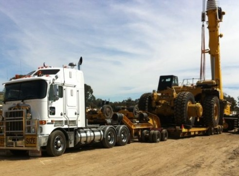 Kenworth Prime Mover - 4x8 Low Low Loader & 2x8 Dolly - 80 Tonne Capacity. 2