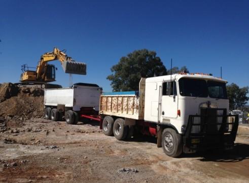 Kenworth Tipper - Truck & Trailer - 26T 1
