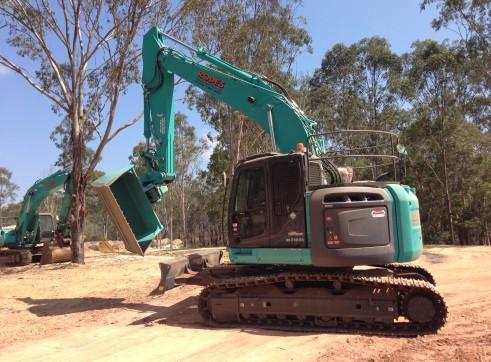 Kobelco 23T 235Sr Excavator 3