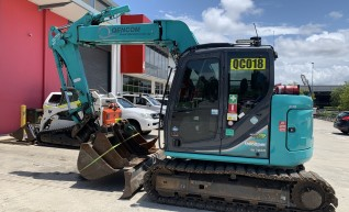 Kobelco 7.5T Offset Boom Excavator 1