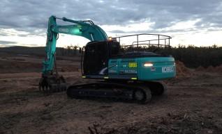 Kobelco SK260LC Excavator 1