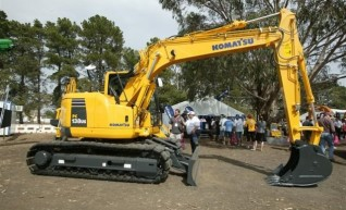 Komatsu pc138 us-2 Excavator w attachments 1