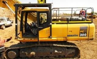 Komatsu PC300-7 Excavator 1