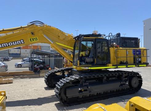 Komatsu PC700-11 70 t Excavator 6