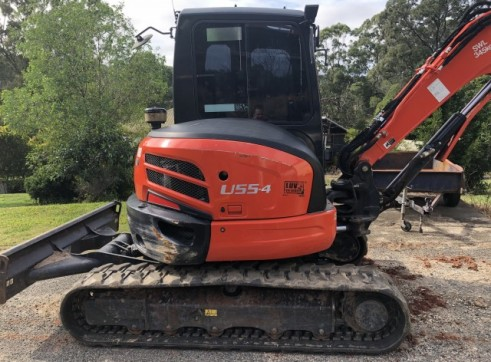 Kubota 5.5T Excavator w/full set buckets, ripper and auger drive 1