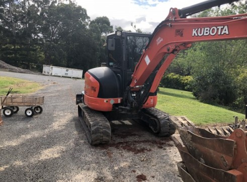 Kubota 5.5T Excavator w/full set buckets, ripper and auger drive 3