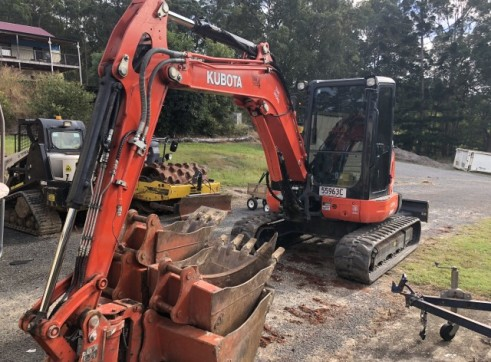 Kubota 5.5T Excavator w/full set buckets, ripper and auger drive 2