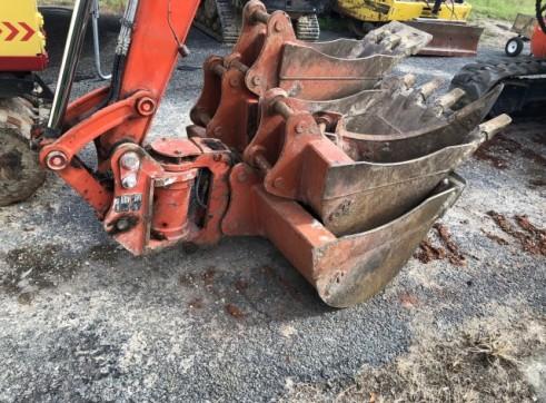 Kubota 5.5T Excavator w/full set buckets, ripper and auger drive 6