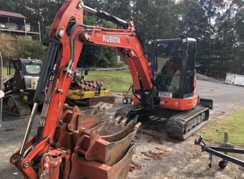 Kubota 5.5T Excavator w/full set buckets, ripper and auger drive 2