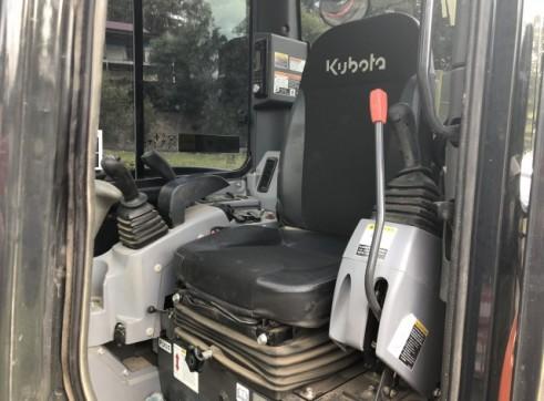 Kubota 5.5T Excavator w/full set buckets, ripper and auger drive 5