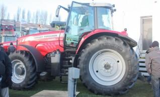 Kubota DT4500 Tractor 1