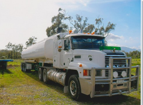 Mack Elite Semi Water Tanker Truck 1