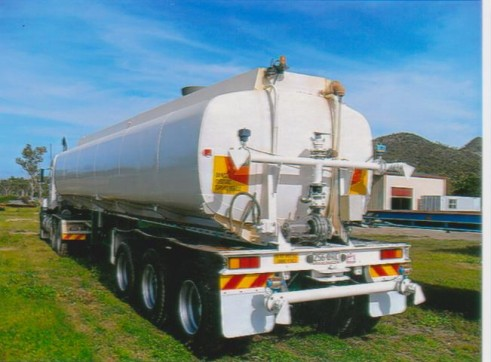 Mack Elite Semi Water Tanker Truck 2