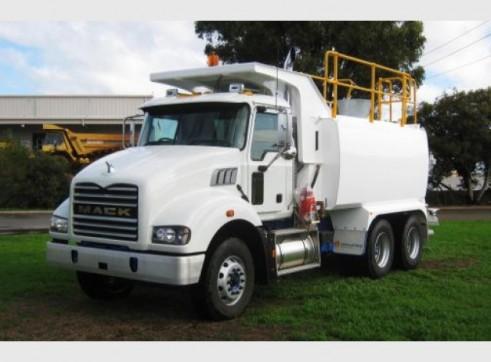 Mack Metroliner Water Truck 1