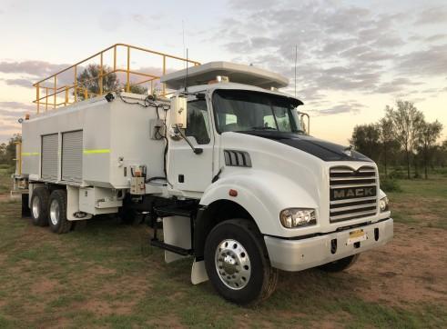 9,000L Mack Service Truck 1
