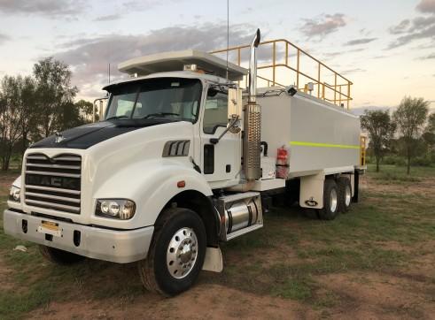 9,000L Mack Service Truck 2