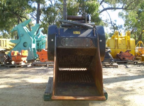MB Crusher Bucket FOR HIRE OR SALE 2