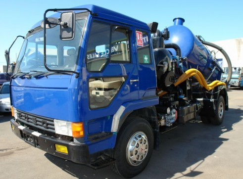 Mitsubishi Vacuum and High Pressure Jetting Truck 1