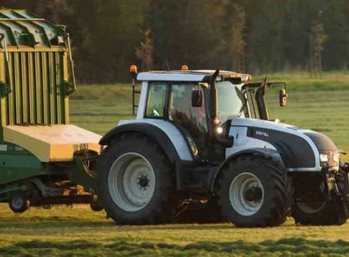 N122 & N142 Direct Valtra Tractor  1