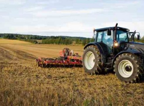 N122 & N142 Versu Series Valtra Tractor 1