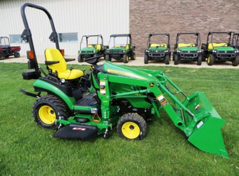 NEW 1025R,MFWD,HYDRO,H120 LOADER AND 60D DECK 1