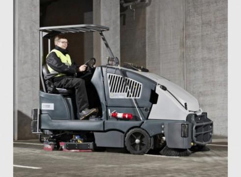 Nilfisk CS7000 – Ride On Sweeper / Scrubber 1