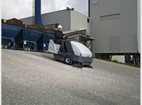 Nilfisk SR1601 – Ride On Sweeper Diesel / LPG / Battery 2
