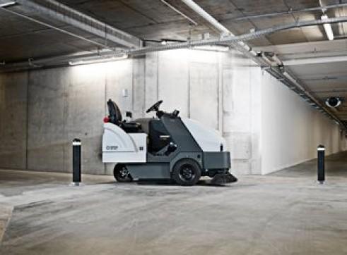 Nilfisk SR1601 – Ride On Sweeper Diesel / LPG / Battery 3