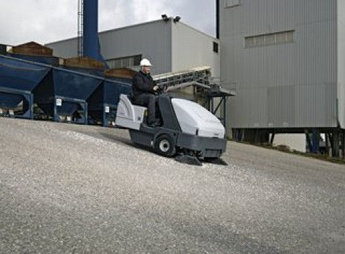 Nilfisk SR1601 – Ride On Sweeper Diesel / LPG / Battery 2