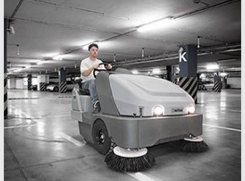 Nilfisk SW8000 – Ride On Sweeper Diesel or LPG 1