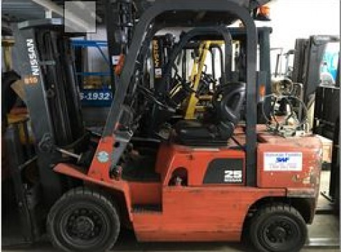 Nissan 2.5T LPG Forklift