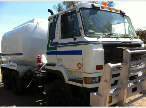 NISSAN UD 6X4 WATER CART. 12,000LT TANK READY TO GO! 2