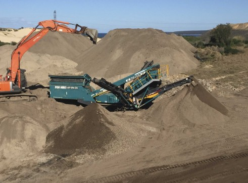 Powerscreen Cheiftain 1400 Screener 1
