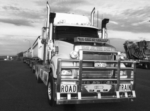 Prime Mover & Side Tippers 3