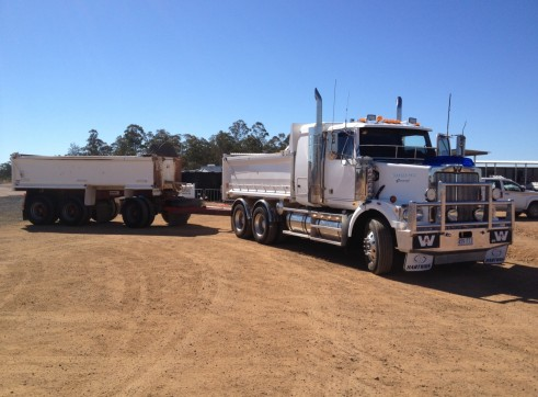 Prime mover with drop deck float & 20t winch 1