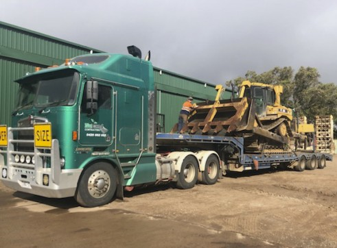 Prime Mover w/Widening Tri-axle Low Loader