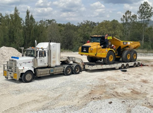 Quad Axle Widner Float with Dolly 1
