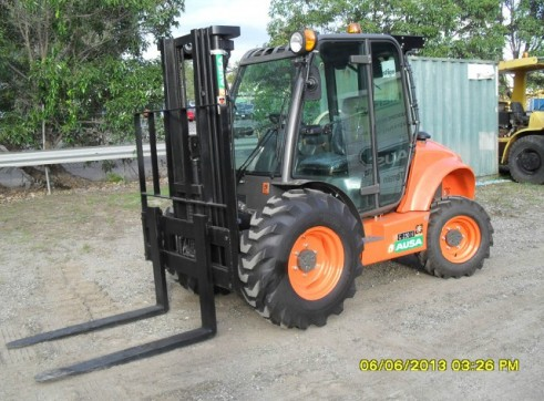 Rough Terrain Forklift 1