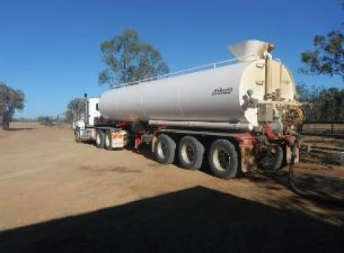 Semi Water Tanker/ Prime Mover 1