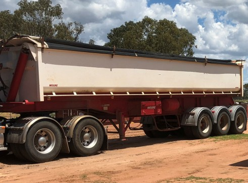 Side-tippers, water tanker, dollies 1