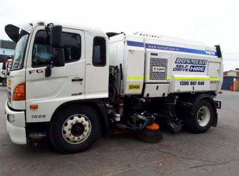 Road / Street Sweeper Truck 3