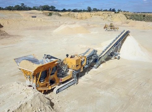 Striker HQ907 Mobile Impact Crusher 2